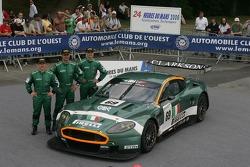 Fabio Babini, Christian Pescatori, et Fabrizio Gollin avec la BMS Scuderia Italia Aston Martin DBR9
