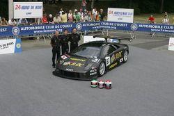 Marco Apicella, Koji Yamanishi, Yasutaka Hinoi pose with the Jloc Isao Noritake Lamborghini Murcielago