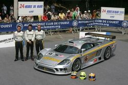 Terry Borcheller, Johnny Mowlem, and Christian Fittipaldi pose with the ACEMCO Motorsports Saleen S7R
