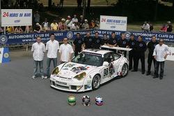 Patrick Bourdais, Tom Cloet, Adam Sharpe, et l'équipe Noel Del Bello Racing avec la Noel Del Bello Racing Porsche 996 GT3 RSR