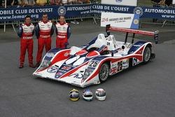 Thomas Erdos, Mike Newton, et Andy Wallace avec la RML MG Lola EX 264