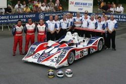 Thomas Erdos, Mike Newton, Andy Wallace, et l'équipe RML avec la RML MG Lola EX 264
