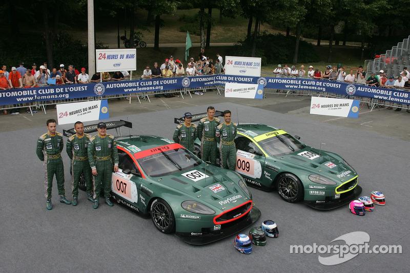 Tomas Enge, Andrea Piccini, Darren Turner, Pedro Lamy, Stéphane Sarrazin, et Stéphane Ortelli avec la Aston Martin Racing Aston Martin DBR9