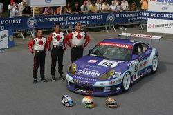 Kazuyuki Nishizawa, Shinichi Yamaji, et Philip Collin avec la Taisan Advan Porsche 911 GT3 RS