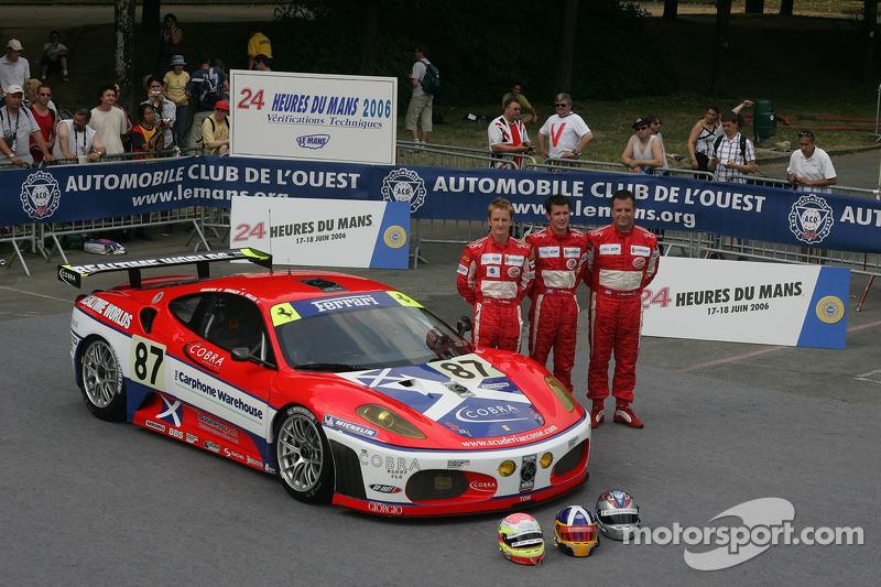 Andrew Kirkaldy, Chris Niarchos, et Tim Mullen avec la Scuderia Ecosse Ferrari 430 GT