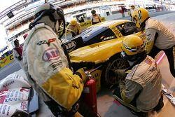 Arrët au stand pour #63 Corvette Racing Corvette C6-R: Ron Fellows, Johnny O'Connell, Max Papis
