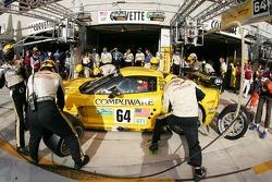 Arrêt au stand pour #64 Corvette Racing Corvette C6-R: Oliver Gavin, Olivier Beretta, Jan Magnussen