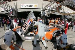 Arrêt au stand pour #86 Spyker Squadron Spyker C-8 Spyder: Jeroen Bleekemolen, Mike Hezemans, Jonny Kane