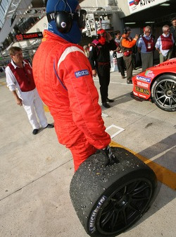 Arrêt au stand pour #61 Cirtek Motorsport Ferrari 550 Maranello: Christian Vann, Nigel Smith, Tim Su