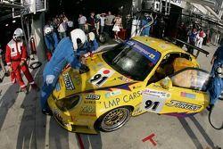 Arrêt au stand pour #91 T2M Motorsport Porsche GT3 RSR: Miro Konopka, Yutaka Yamagishi, Jean-René de Fournoux