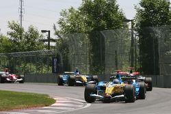 Départ : Fernando Alonso mène le peloton