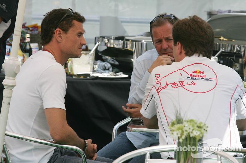 David Coulthard avec son manager Martin Brundle et Christian Horner