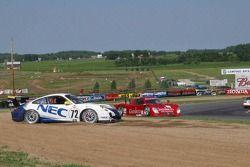 Tête-à-queue pour la #72 Tafel Racing Porsche GT3 Cup: Robin Liddell, Wolf Henzler et #99 Gainsco/ B