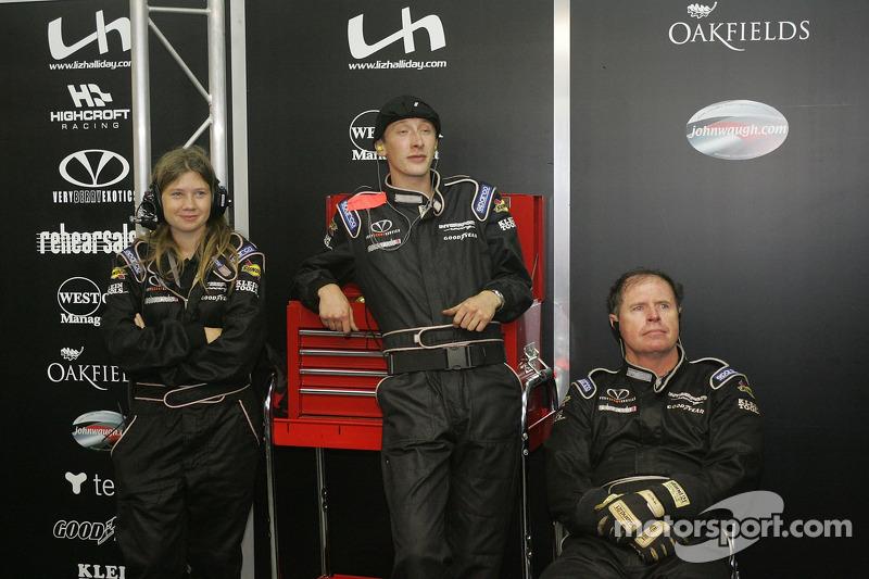 L'quipe Intersport Racing dans le garage