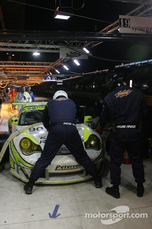 #90 Arrêt au stand de White Lightning Racing