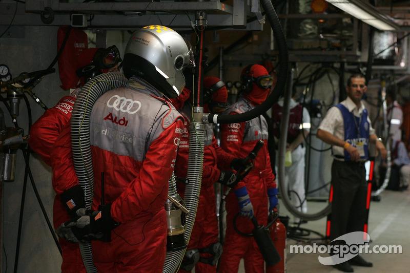 #7 Audi Sport Team Joest prête pour un arrêt au stand