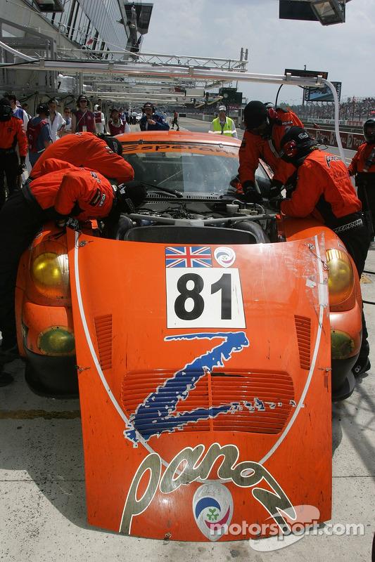 #81 Team LNT Panoz Esperante GTLM dans les stands