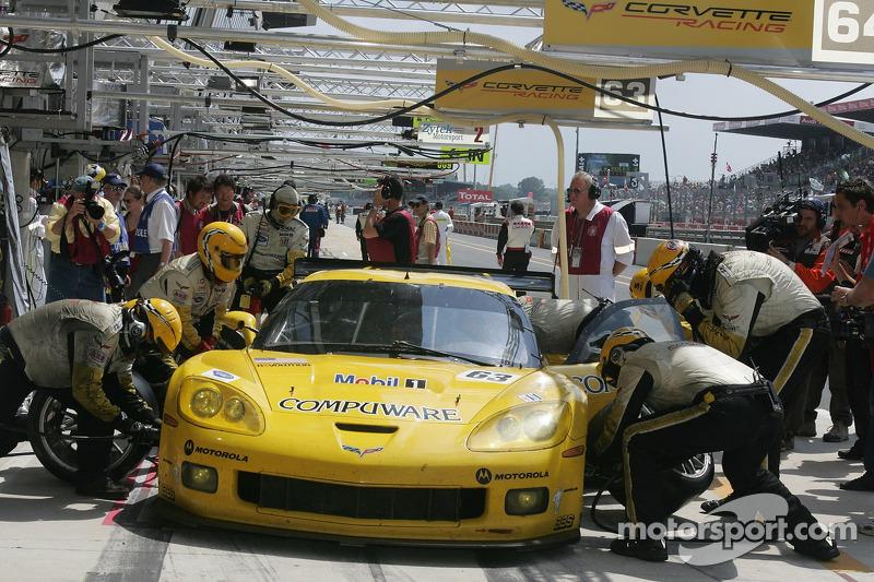 #63 Corvette Racing Corvette C6R dans les stand