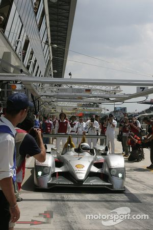 #7 Audi Sport Team Joest in the pits
