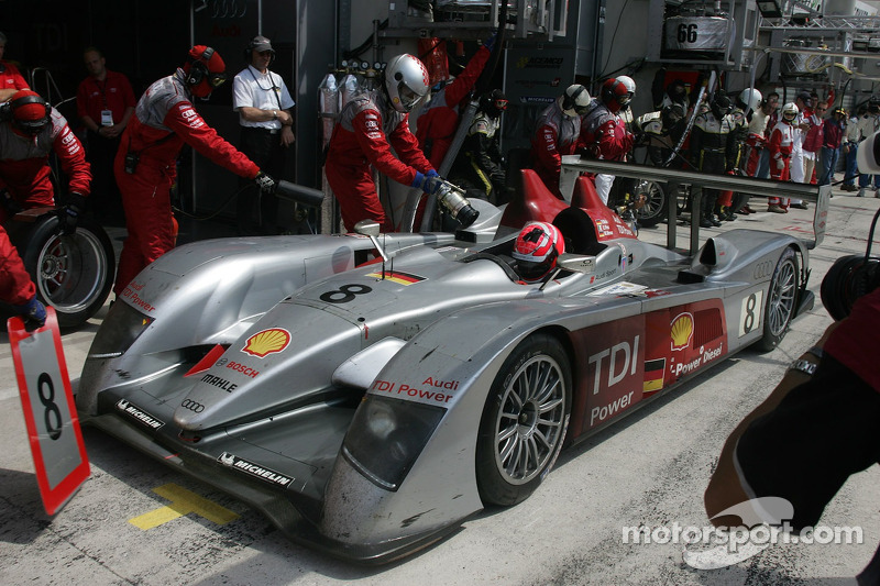 #8 Audi Sport Team Joest Audi R10 dans les stands pour la dernière fois