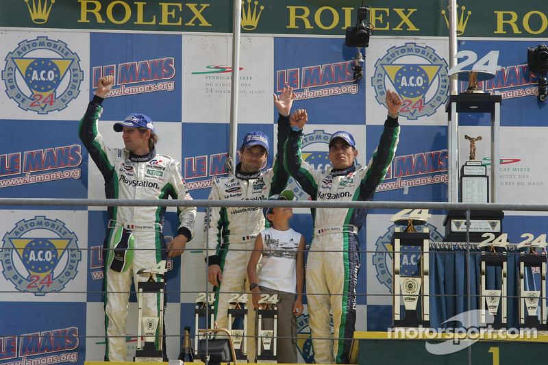 Подиум класса LMP1: Эрик Элари, Франк Монтаньи, Себастьен Леб