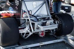 Une vue plus proche des pare-chocs arrières et de la suspension.
