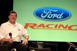 Terry Cook participe à un pep rally d'employé à Ford World Headquarters