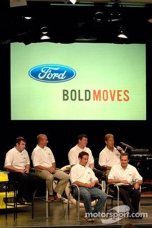 Les pilotes de Ford Racing Craftsman Truck Series participent à un pep rally d'employé à Ford World