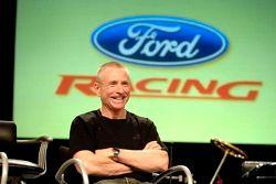 Mark Martin participe à un pep rally d'employé à Ford World Headquarters