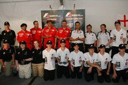 F1 in schools students vs F1 teams challenge: Ross Brawn and Gil de Ferran with a host of school children who take part in the challenge