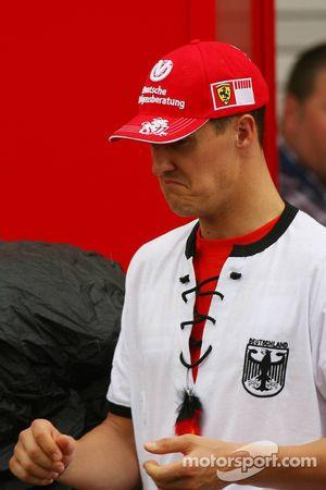 Michael Schumacher celebra la victoria de Alemania en la Copa del mundo de futbol