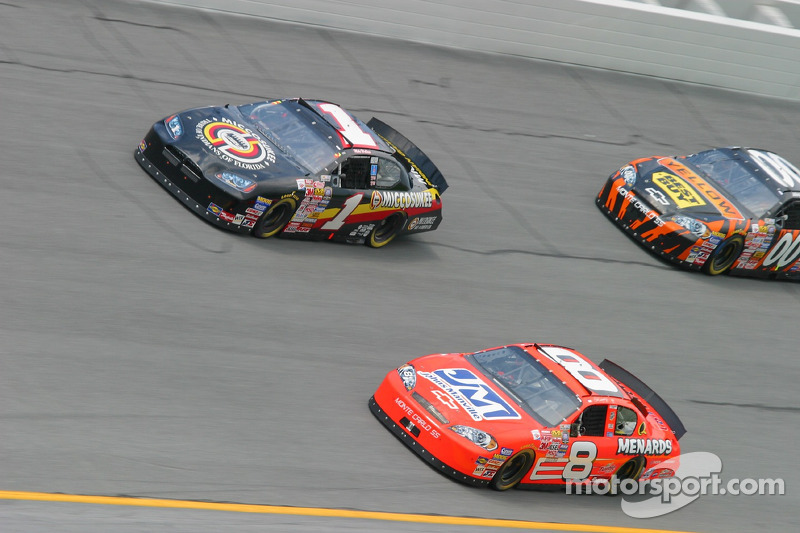 Mike Wallace y Dale Earnhardt Jr.
