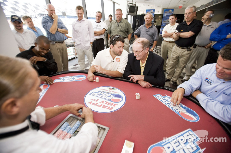 Tony Stewart talks poker with NASCAR Vice President of Corporate Communications Jim Hunter while Daytona International Speedway President Robin Braig et 2005 World Series of Poker runner-up Corey Bierra watch on