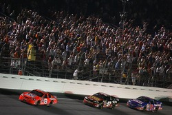 Dale Earnhardt Jr. devance Brian Vickers et Kevin Harvick