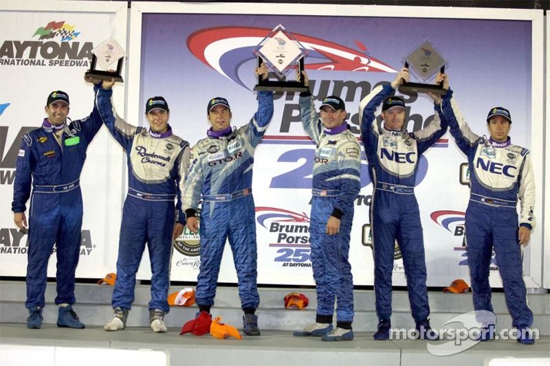 Podium GT : les grands vainqueurs Marc Bunting et Andy Lally, avec en seconde place Robin Liddell et