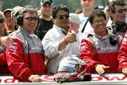 Cérémonie de retraite de l'Audi R8 : Dave Maraj avec des membres de l'équipe Audi Sport North America