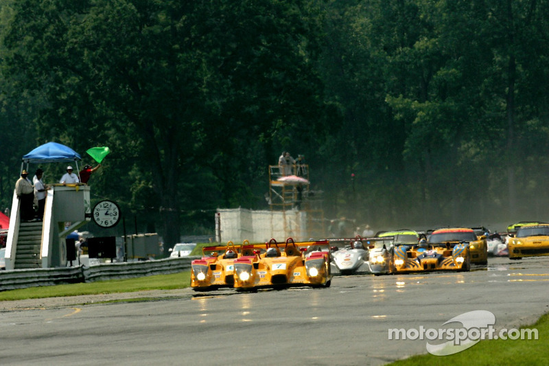 Drapeau vert: #7 Penske Motorsports Porsche RS Spyder: Timo Bernhard, Romain Dumas prennent la tête