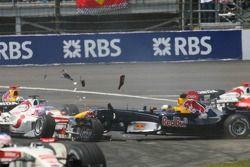 Choque en la primera curva de Franck Montagny con Christian Klien