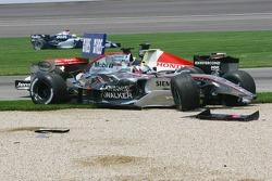 Crash in der ersten Kurve: Juan Pablo Montoya, Jenson Button und Mark Webber