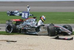 Choque en la primera curva de Juan Pablo Montoya