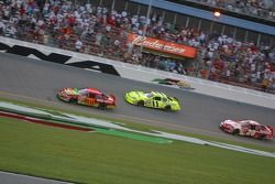 J.J. Yeley devance Paul Menard