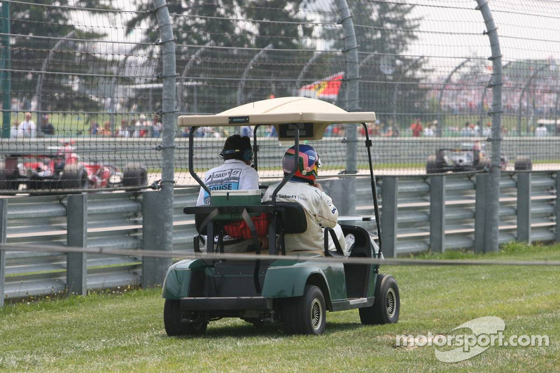Jacques Villeneuve retourne au paddock