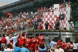 Podio: ganador de la carrera Michael Schumacher, segundo lugar Felipe Massa y tercer lugar Giancarlo