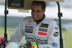 Juan Pablo Montoya nach dem Crash in der ersten Kurve