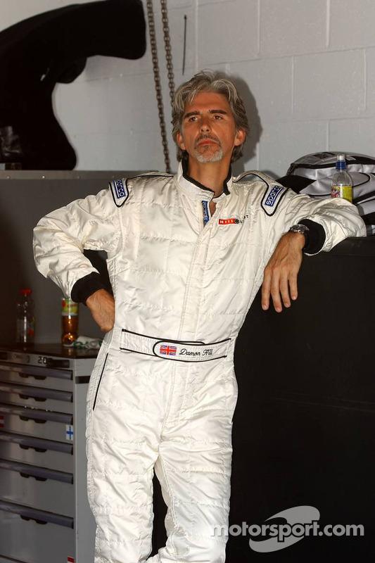 Damon Hill a été invité par Mercedes Benz pour conduire dans une AMG-Mercedes C-Klasse avec des invités