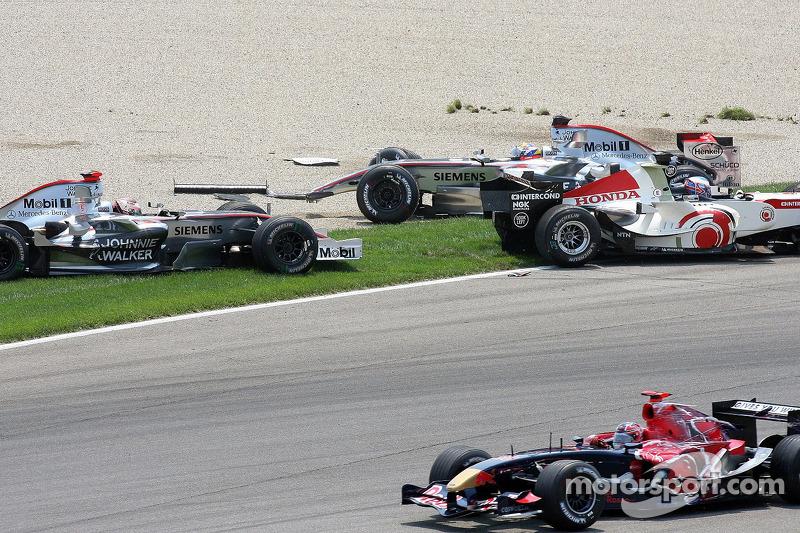 ... sein Toro-Rosso-Teamkollege Vitantonio Liuzzi davon kommt.