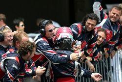 Vitantonio Liuzzi viert eerste punten voor Toro Rosso