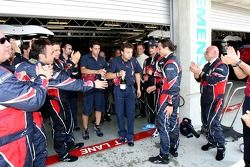 Vitantonio Liuzzi kutlama yapıyor point finish ve his team