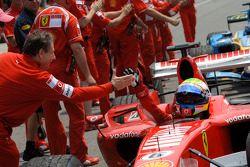 Jean Todt félicite Michael Schumacher