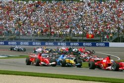 Start: Felipe Massa leads Michael Schumacher